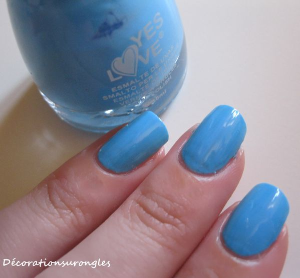 vernis-ongles-yes-love-bleu-swatch.jpg