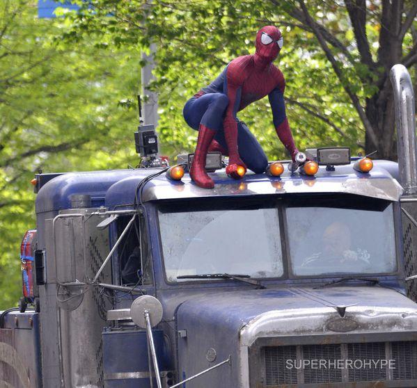 The-Amazing-Spider-Man-2---Spider-Man-vs-Rhino-02.jpg