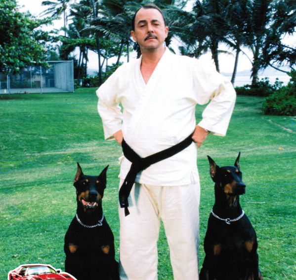 http://img.over-blog.com/600x568/3/85/87/04/Series-annees-80/MAGNUM/big_higgins-and-dogs-2.jpg
