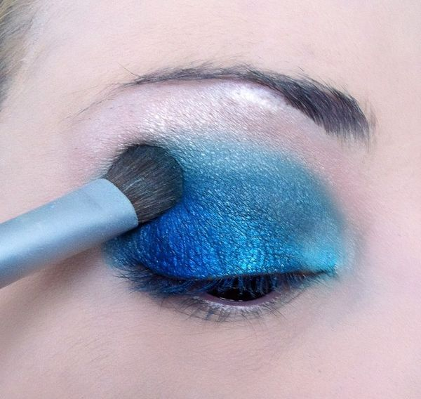 makeup-totally-blue 3274