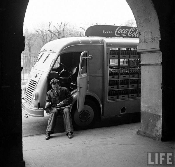 1950-coca-cola-arrive-france-03.jpg
