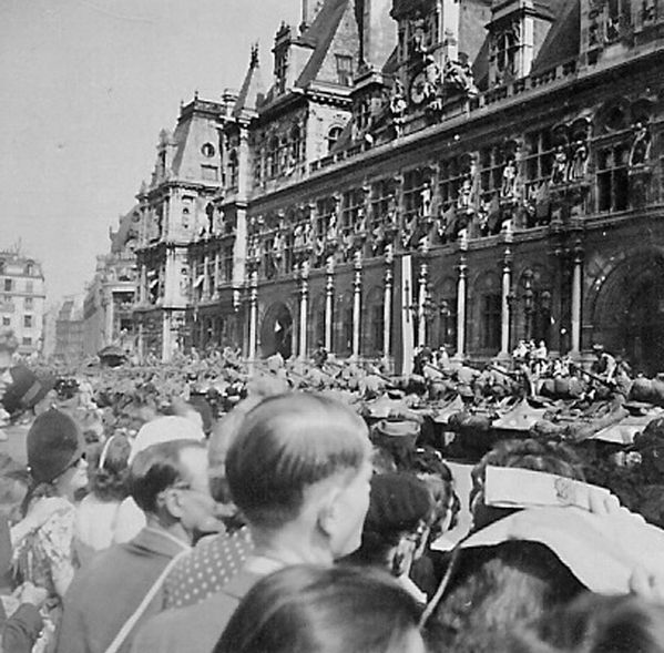Hotel de Ville de Paris, aout 1944 ( Photo Pierre René FEB