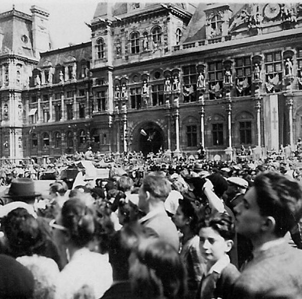 Hotel de Ville de Paris, aout 1944 ( Photo Pierre -copie-1