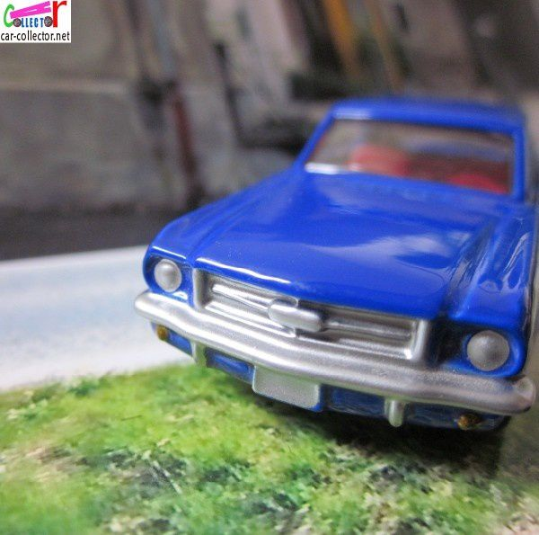 1964-ford-mustang-blue-high-speed