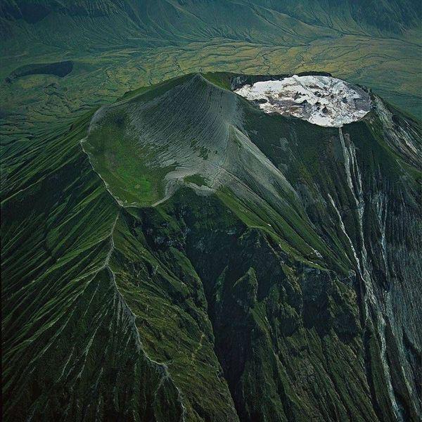 Vulkan-Oldoinyo-Lengai---Edmaier-1999.jpg