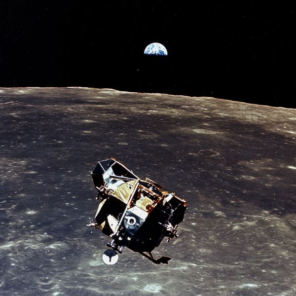 NASA---Apollo-11---Lune---Terre---Lunar-module--AS11-44-664.jpg