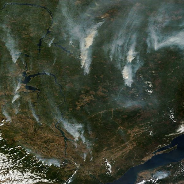 Terra - MODIS - Russie - Incendies Irkoutsk- 18-05-2014