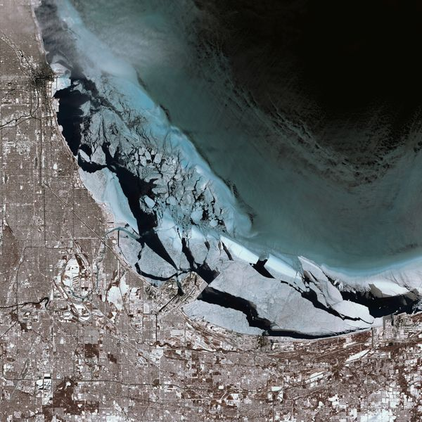 Landsat - Chicago - Lake Michigan - Snow and ice - 543