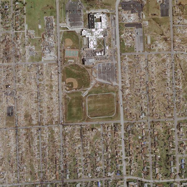 Geoeye---Joplin---24-05-2011---RR2.jpg