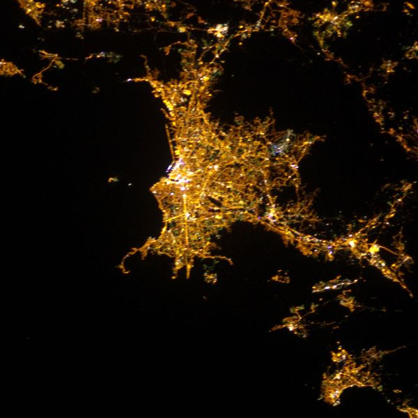 ISS - Marseille - 08-12-2012 - 20h01 - ISS034-E-5886 - pivo
