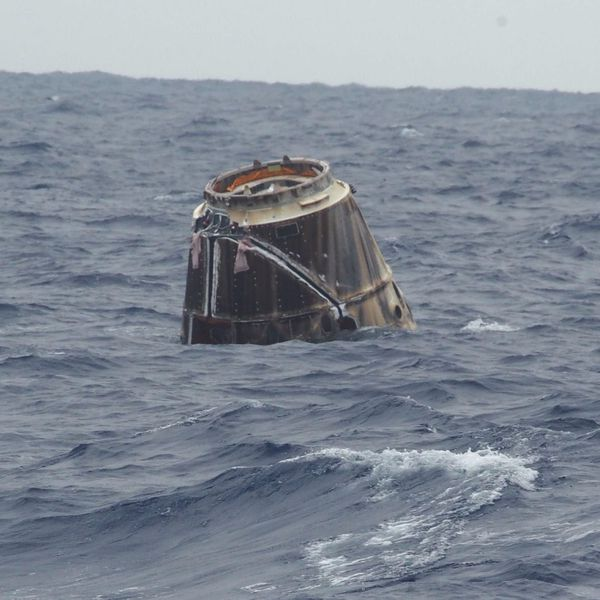 SpaceX---Dragon---Amerrissage---Splashdown---JSC---2012E05780.jpg