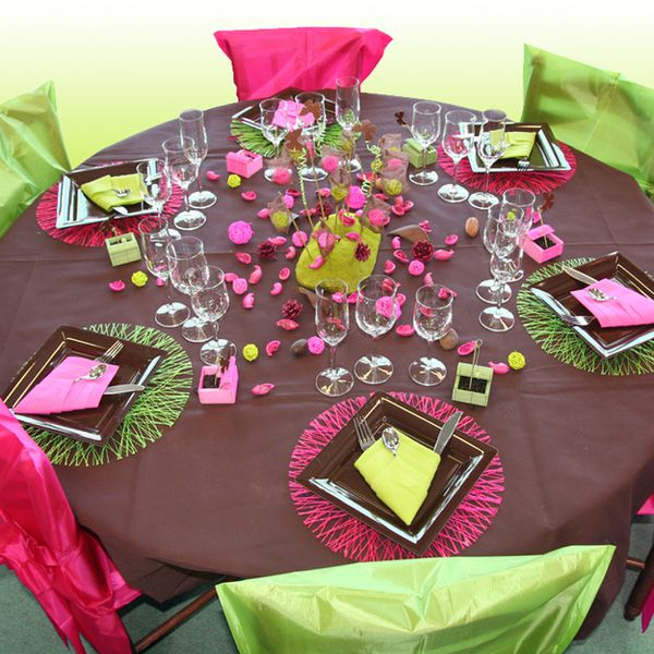 D coration de table vert anis chocolat fuchsia le blog d for Ensemble nappe et serviette de table