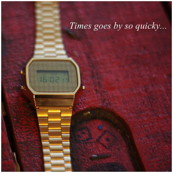 Montre-doree-Casio----gold-watch.jpg