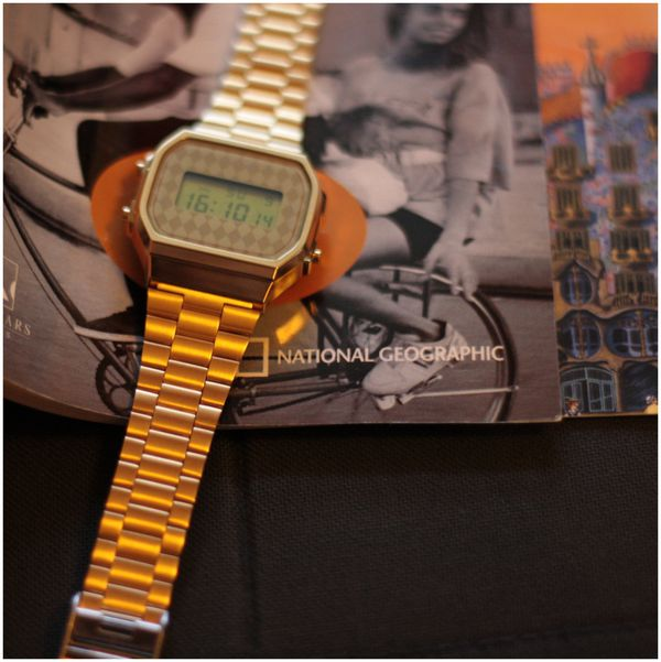 Montre-doree-Casio-vintage.jpg