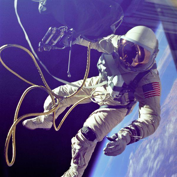 NASA---Ed-White---Sortie-dans-l-espace---GPN-2000--copie-1.jpg