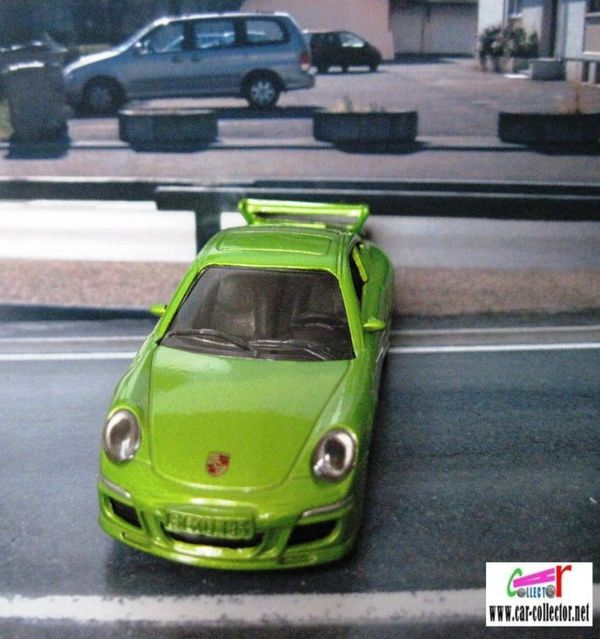 porsche 911 carrera s green siku item 1006 (3)