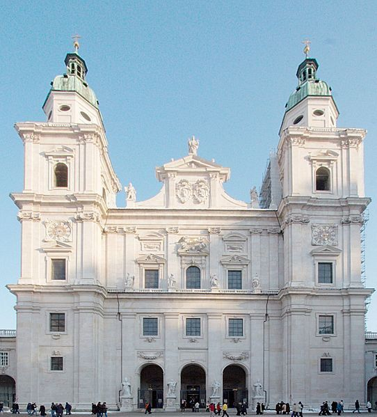 542px-Salzburg_cathedral_frontview01.jpg