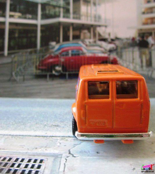 1975-chevy-van-matchbox-orange
