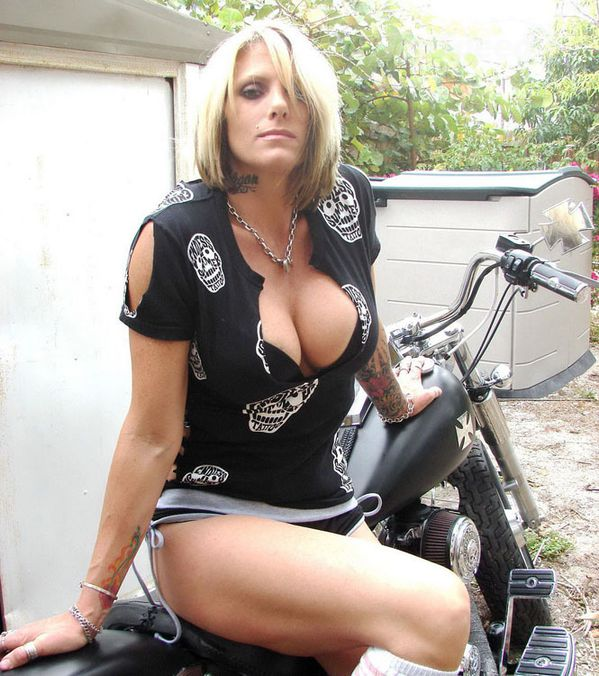 2012 girls on bikes inked blonde 006 www.topspeed.com