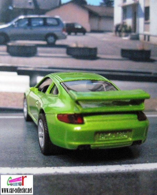 porsche 911 carrera s green siku item 1006