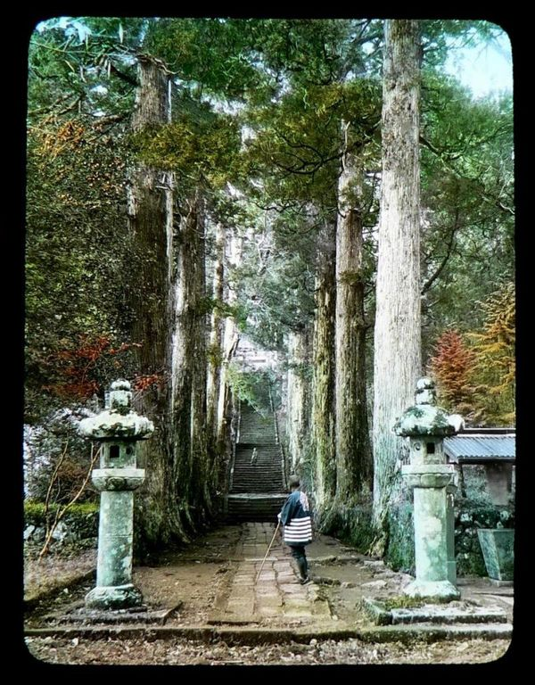 GATEWAY_TO_THE_OLD_TEMPLE_STEPS.32233812_std.jpg