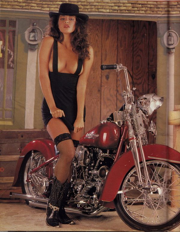 2012 biker hotties Easyriders babes 001