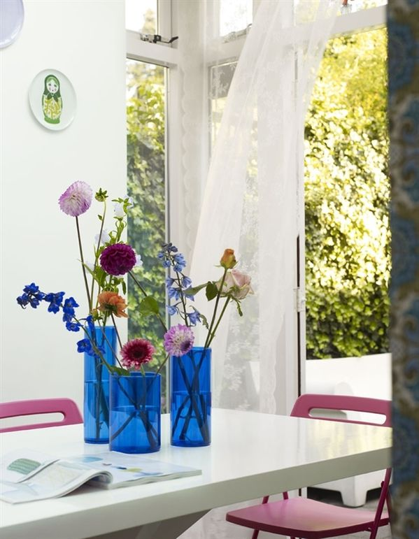 10-dining-area-pretty-flower-arrangement-2460_1332224265.jpg