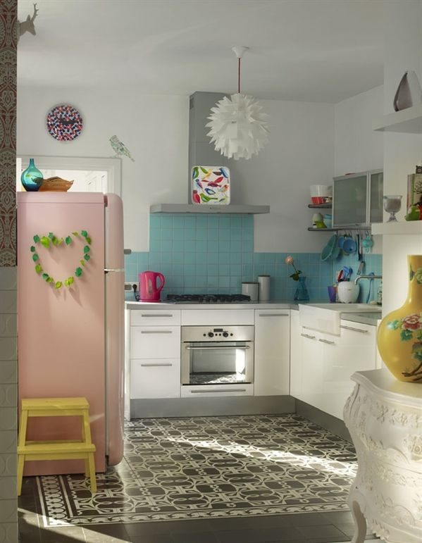 11-kitchen-retro-kitchen-2470_1332224265.jpg