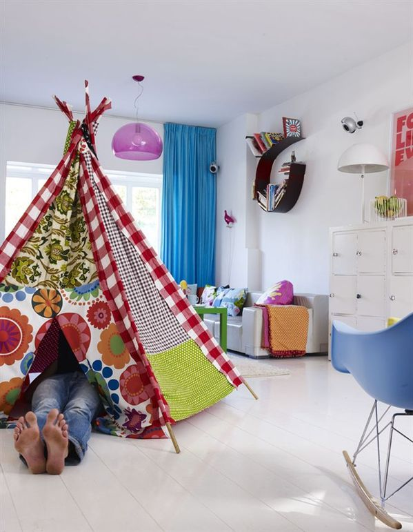 5-living-room-childs-teepee-in-living-room-2450_1332224258.jpg