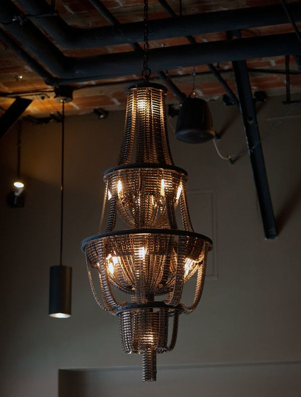 Recycled-Bicycle-Chandeliers-by-Carolina-Fontoura-copie-8.jpeg