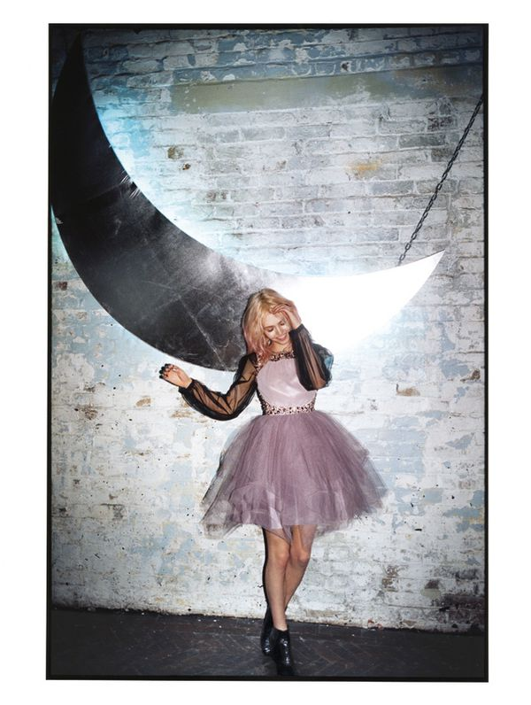 charlotte-free-pour-asos-campagne-best-night-ever-tutu-gris