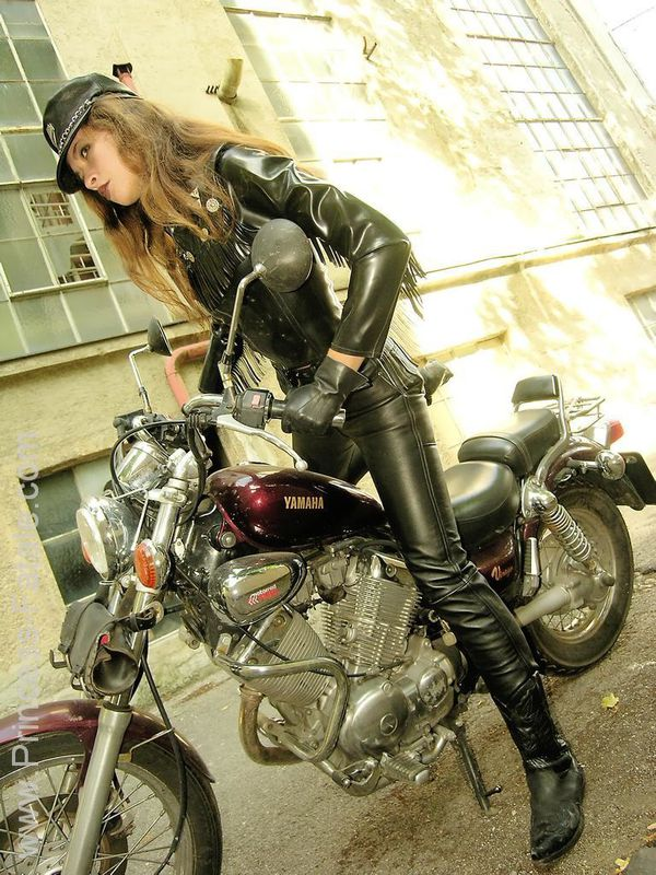 2011 girls on bikes Motorcycle Mistress 001 www.princess-fa