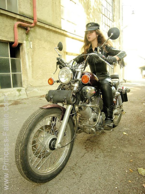 2011 girls on bikes Motorcycle Mistress 007 www.princess-fa