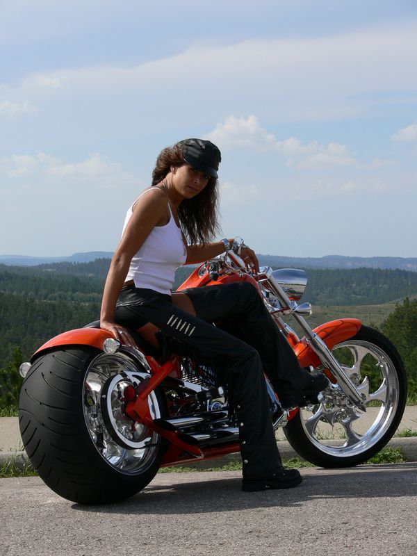 2012 girls on bikes brune 002 www.bigdogmotorcycles.com