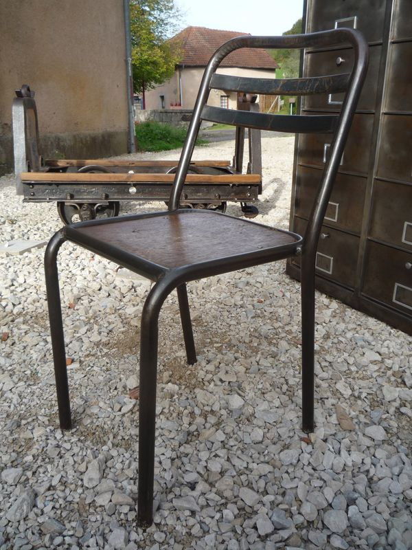 chaises tolix metal assise bois 1950 mettetal industry design industriel du 20eme siecle. Black Bedroom Furniture Sets. Home Design Ideas