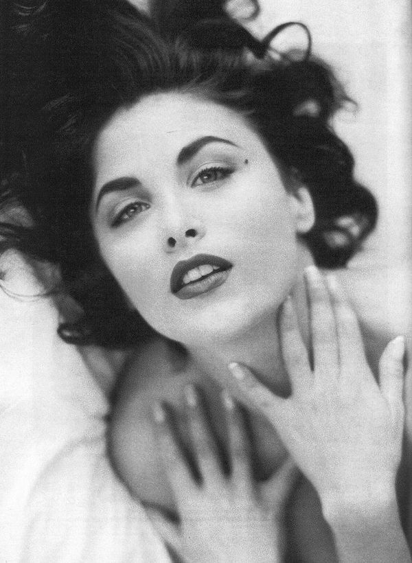 sherilyn-fenn-563415l.jpeg