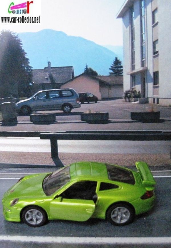 porsche 911 carrera s green siku item 1006 (2)