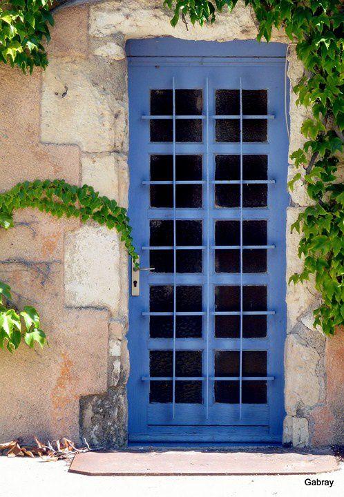 q01 - Porte bleue