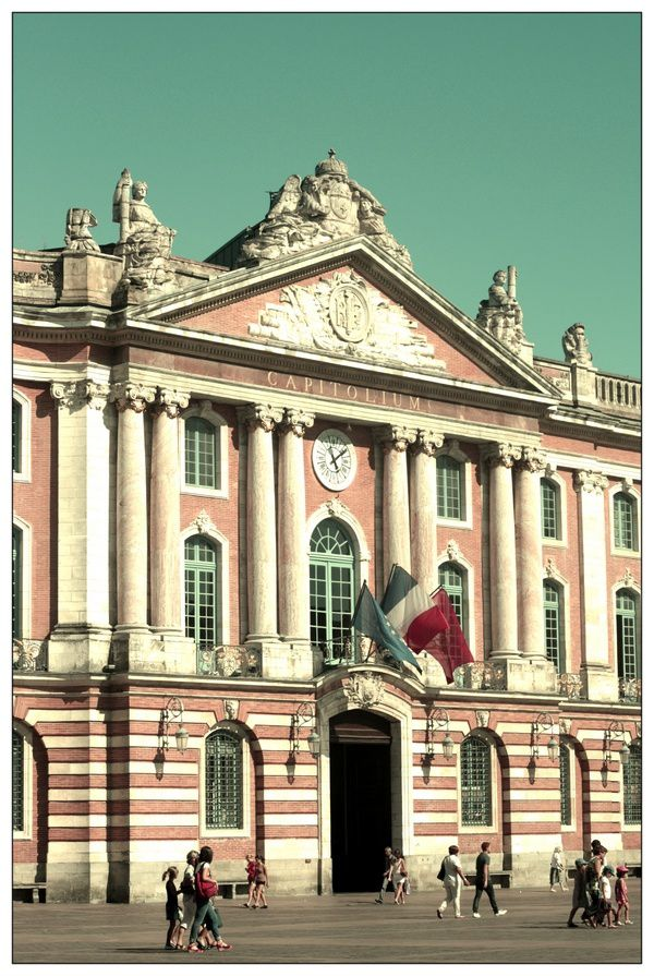 Le-Capitole-a-Toulouse.jpg