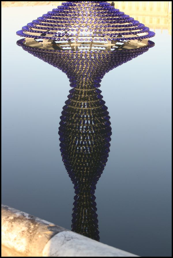 Blue champagne - Joana Vasconcelos - reflet