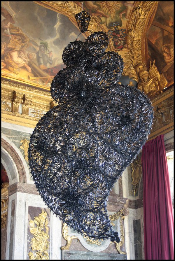 coeur-independant-noir---Joana-Vasconcelos.jpg