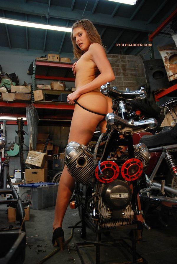2011 girls on bikes Jody Kovac 005 www.cyclegarden.com