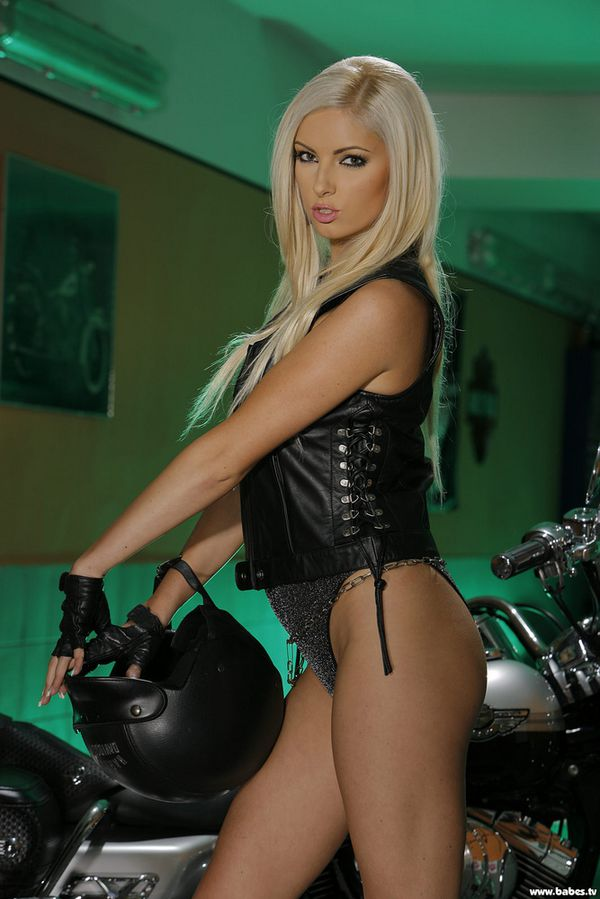 2011 girls on bikes Katerina 002 www.babes.tv
