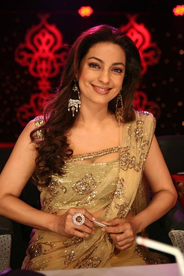 Juhi-in-gorgeous-Golden-saree--44-aniversary.jpg