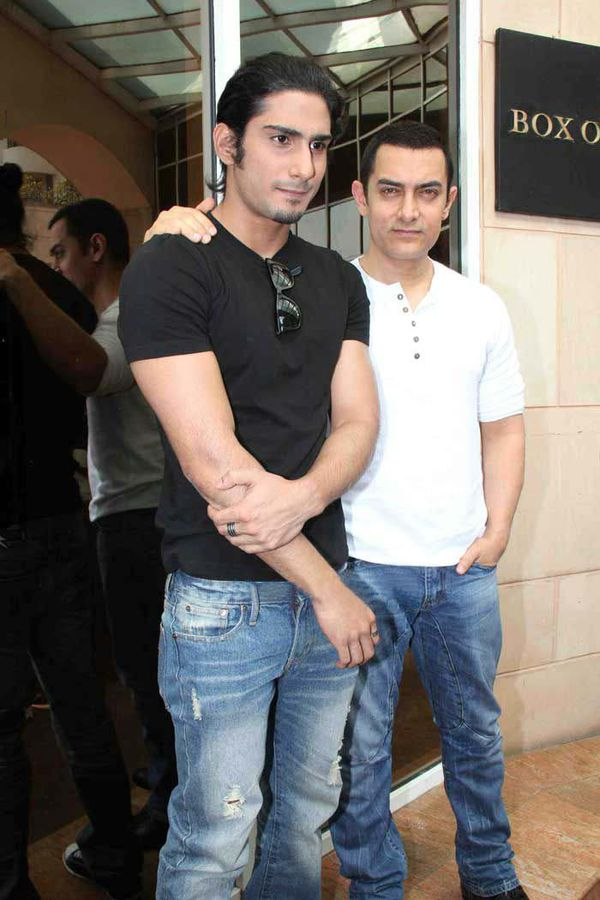Aamir-Khan-and-Prateik-Babbar-at-Dhobi-Ghats-Press-Conferen.jpg