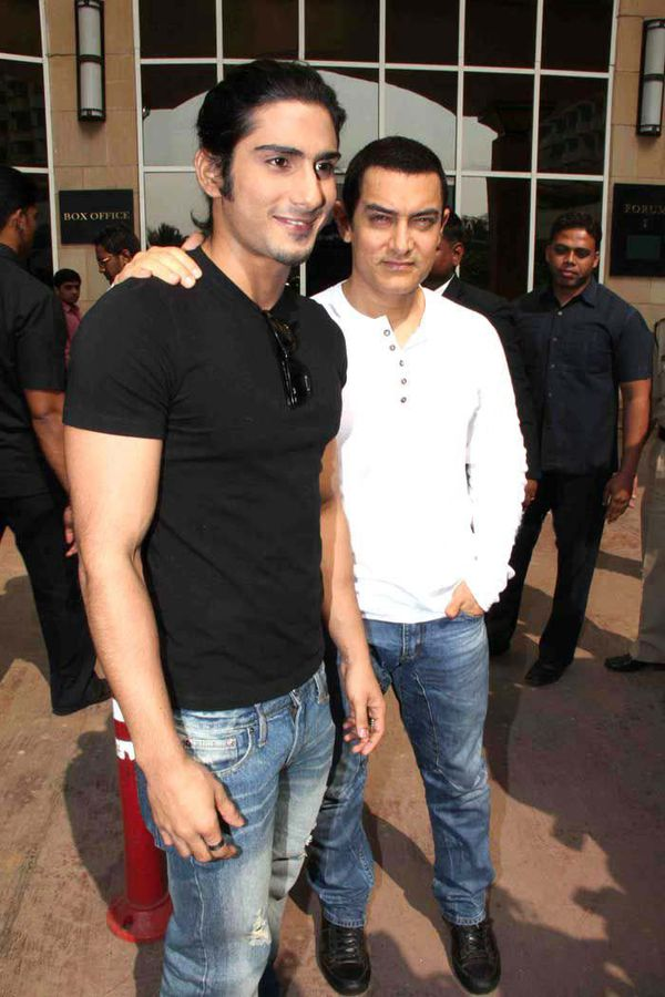 Aamir-Khan-and-Prateik-Babbar-at-Dhobi-Ghats-Press-copie-1.jpg