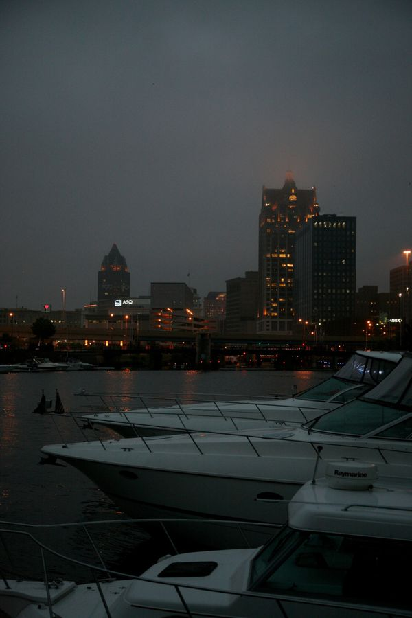 Milwaukee---Downtown---Rain 4966V