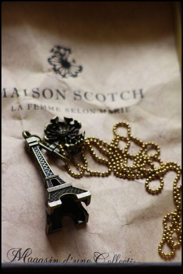 colllier-tour-Eiffel-Maison-Scotch.jpg