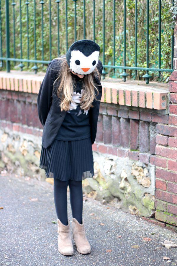 Mlle E. - veste - top à clous - boots et jupe pli-copie-1