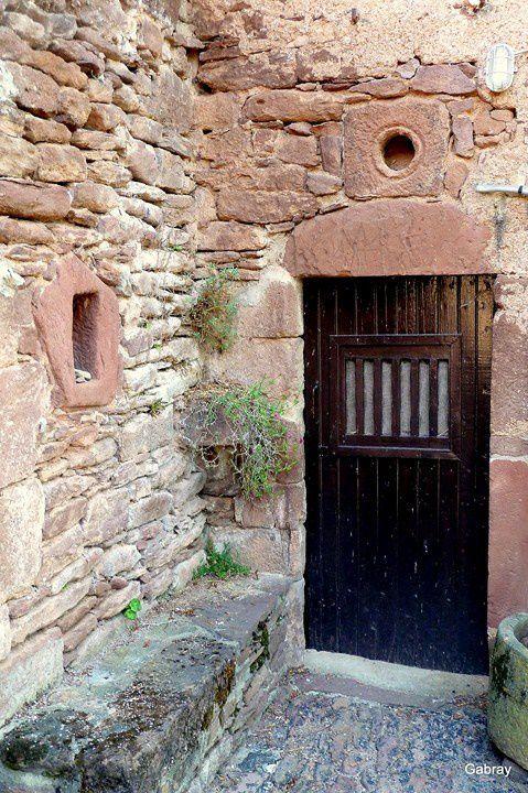 N06---Porte-et-banc-de-pierre.JPG